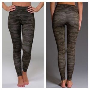 ONZIE leggings - camo high waisted NWOT